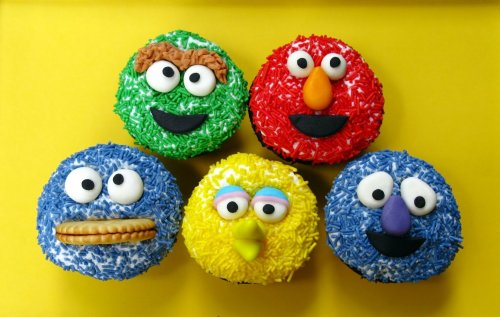 simple sprinkle sesame street cupcakes