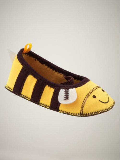 gap bee water shoes