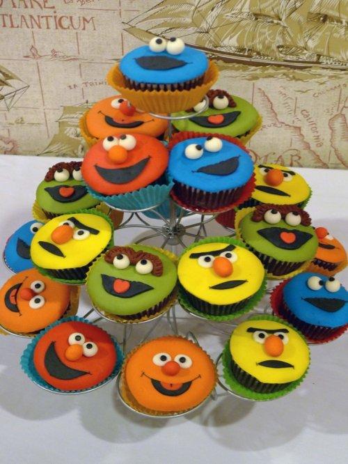 simple flat fondant sesame street cupcakes